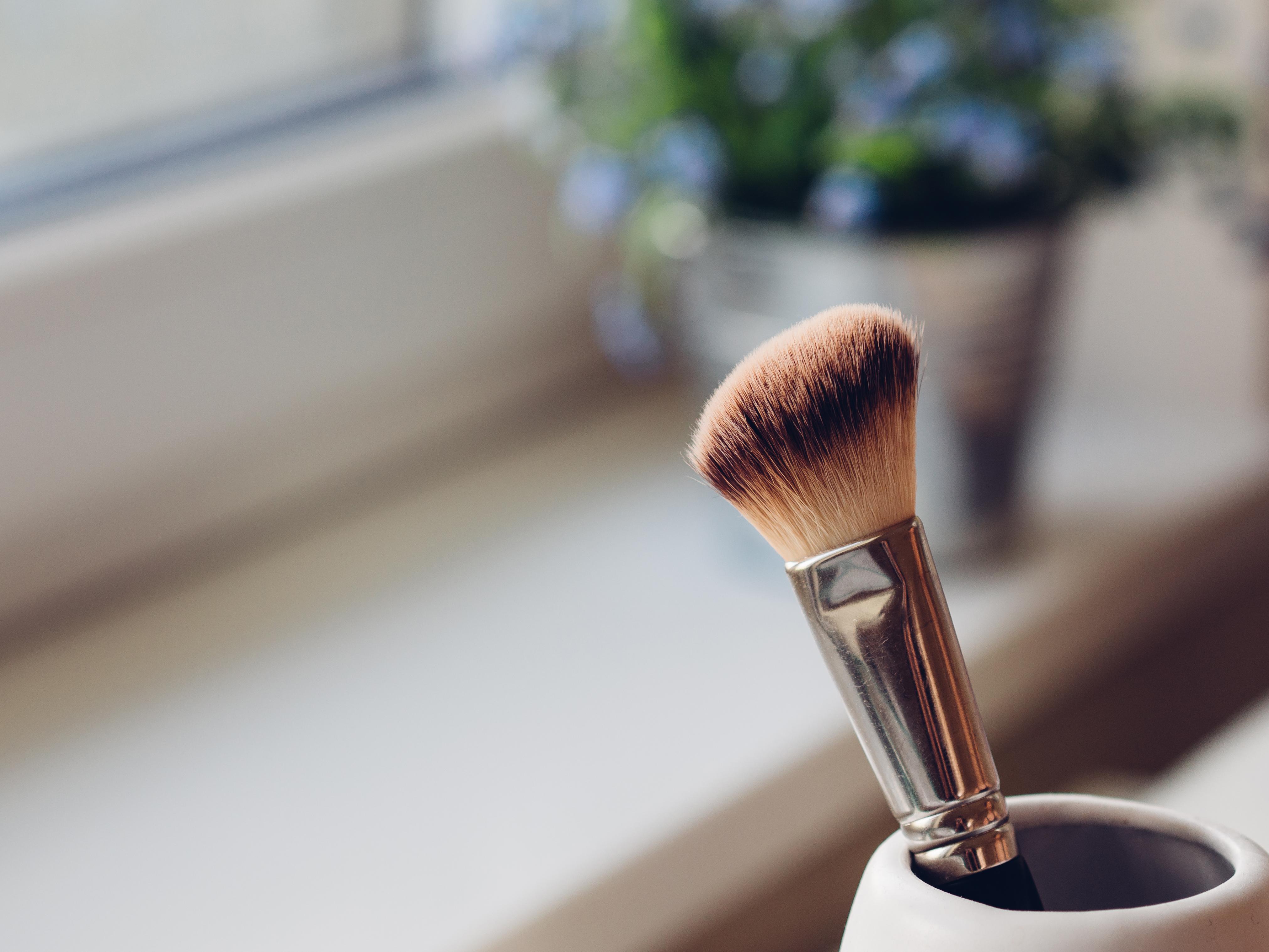 Εσύ καθαρίζεις σωστά τα πινέλα του μακιγιάζ;