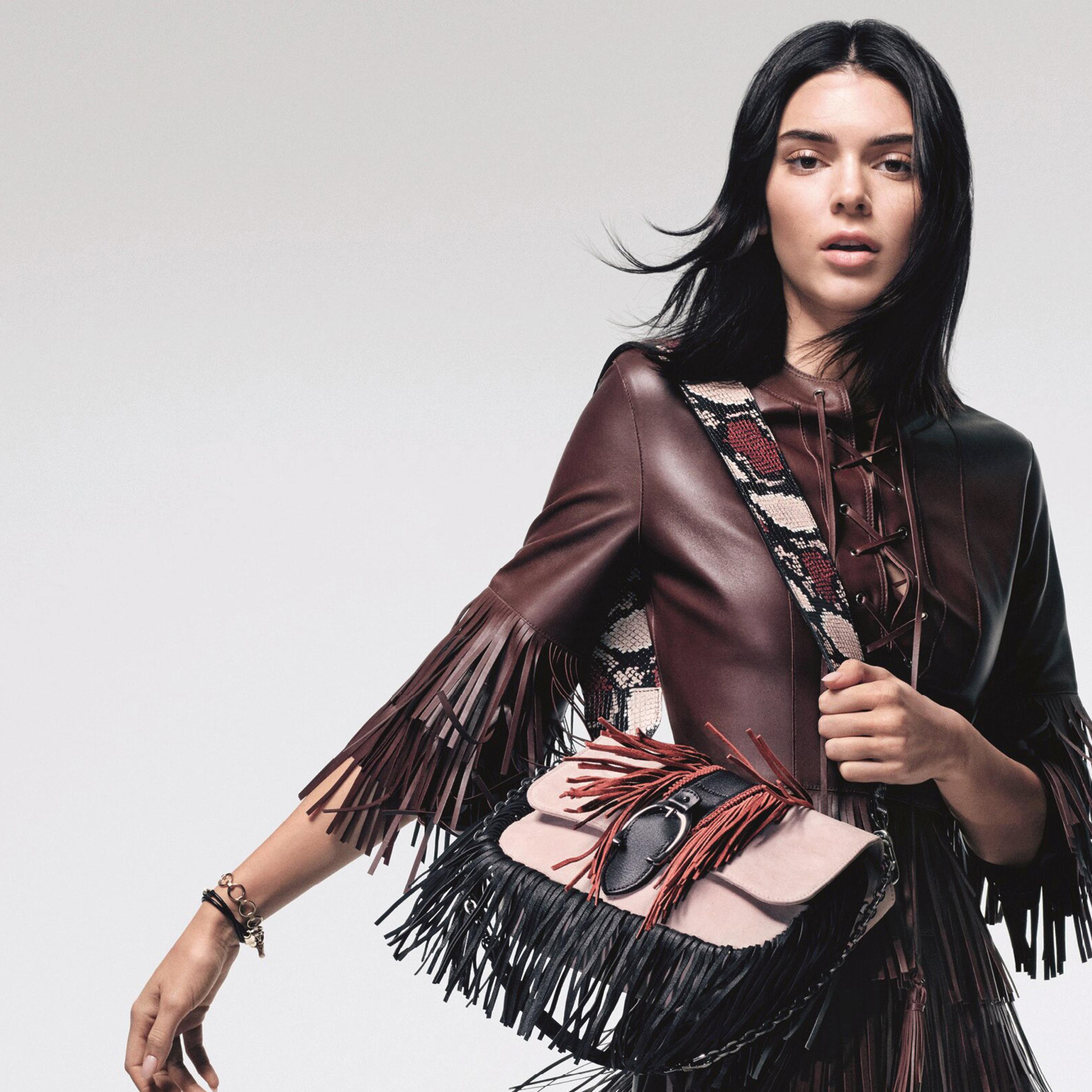 H Kendall Jenner πρωταγωνιστεί στη νέα καμπάνια της Longchamp
