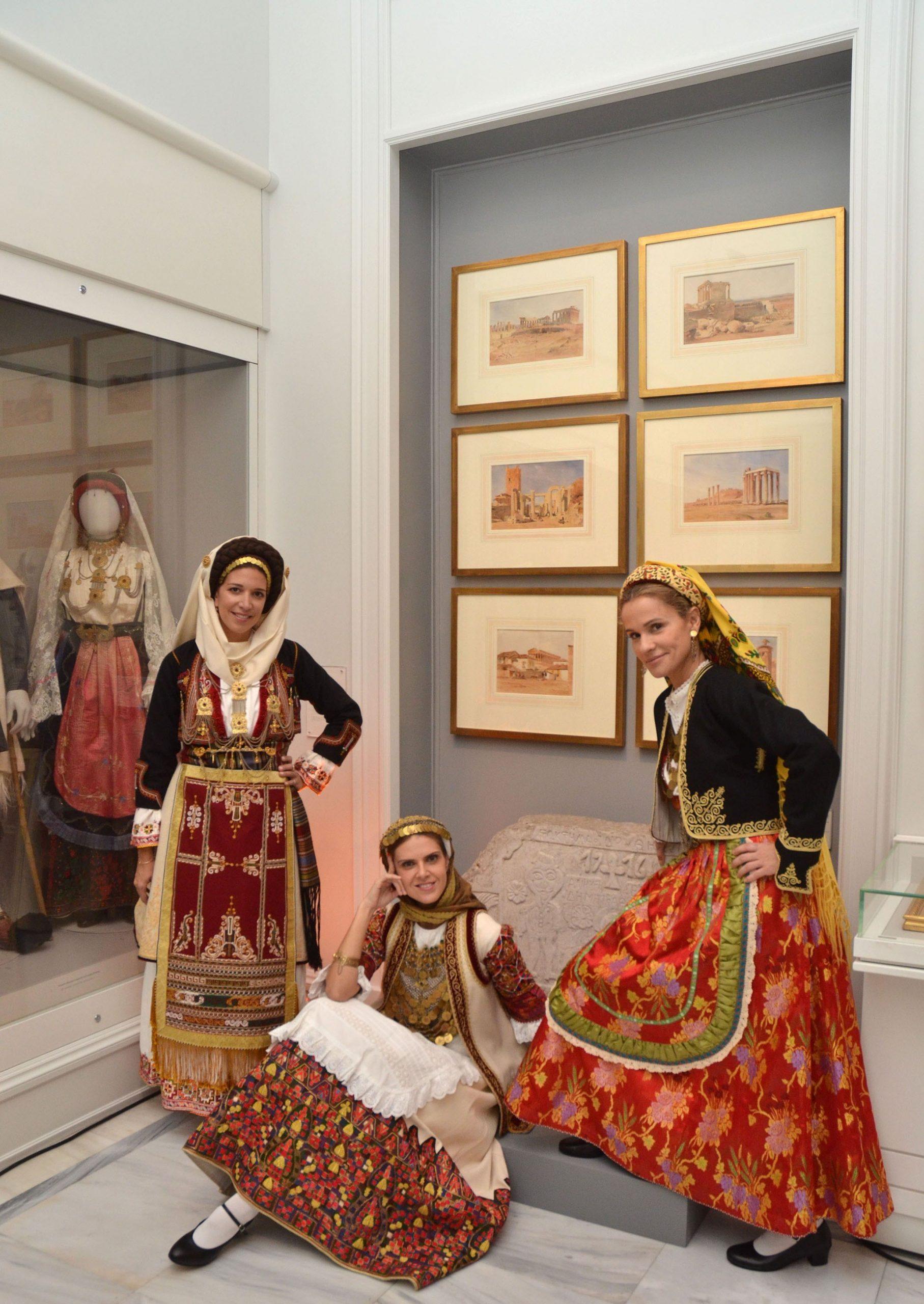 Το Μουσείο Μπενάκη παρουσίασε τις Φορεσιές Με Πρόσωπα