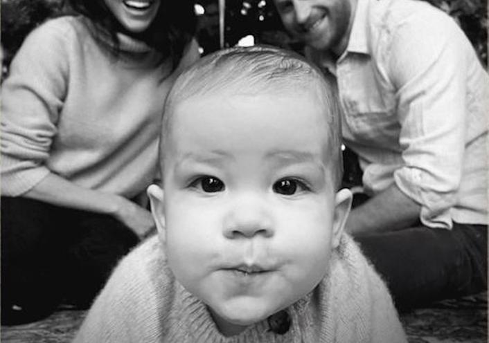 Δες τον γιο του Πρίγκιπα Χάρι και της Μέγκαν Μαρκλ στην πιο τρυφερή χριστουγεννιάτικη κάρτα!