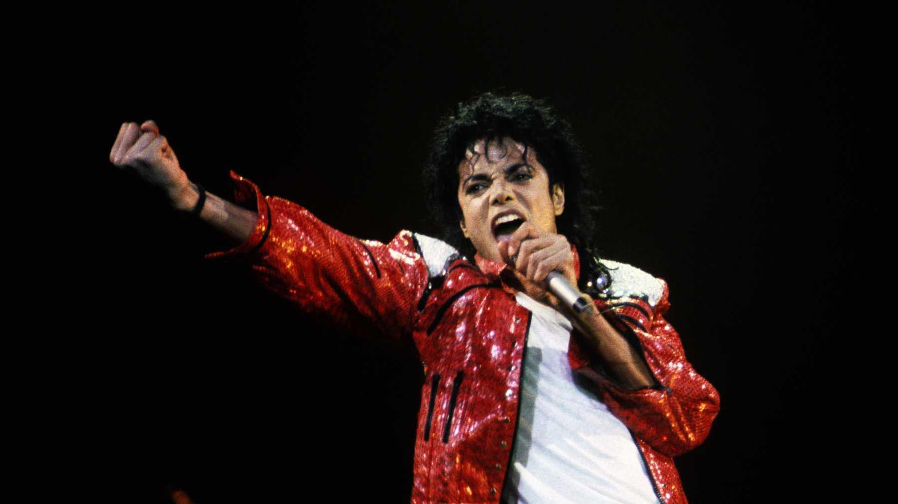 O Johnny Depp θα κάνει μιούζικαλ τη ζωή του Michael Jackson