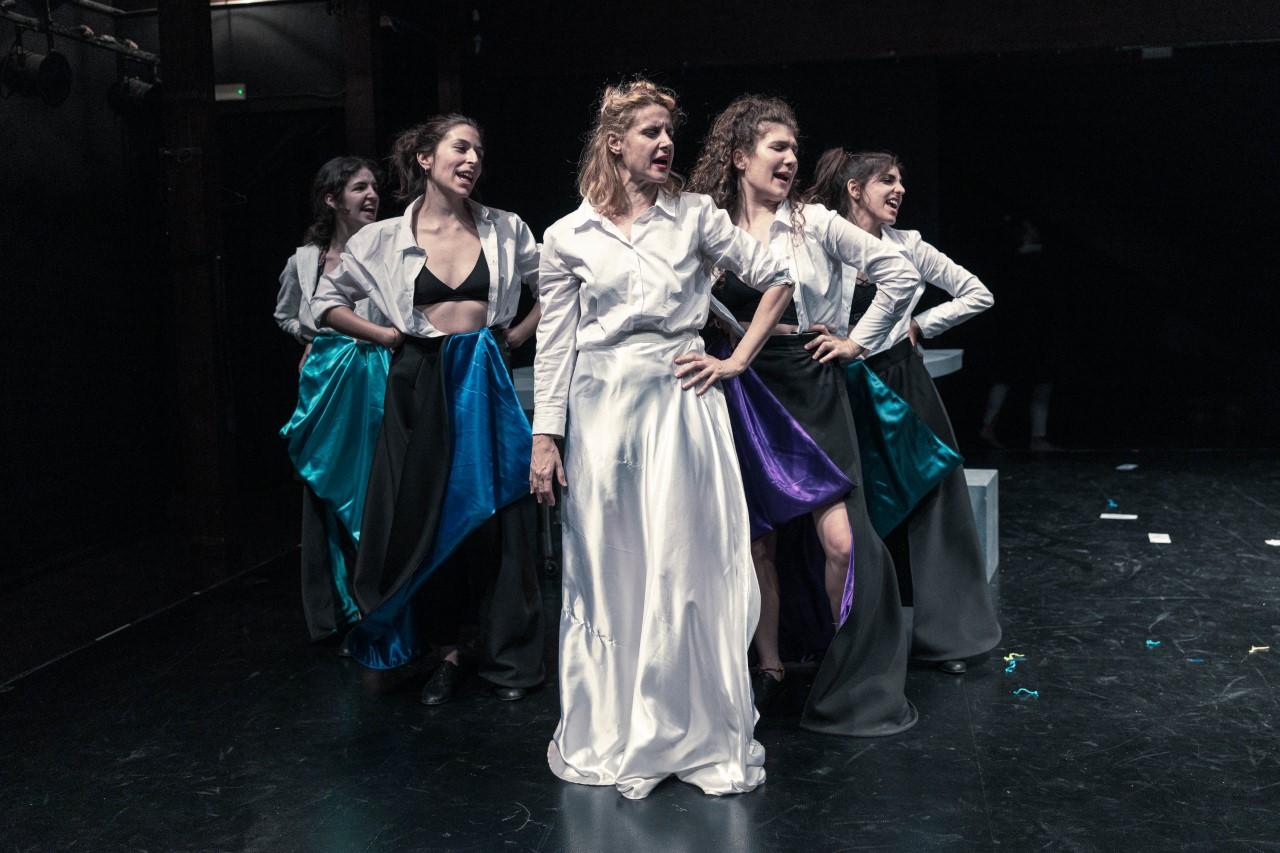 Ο Σταμάτης Κραουνάκης έκανε τις Εκκλησιάζουσες λαϊκή οπερέτα