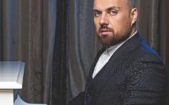 Ο Θέμης Καραμουρατίδης, το «Εν λευκώ» και ο «δράκος» του sold out