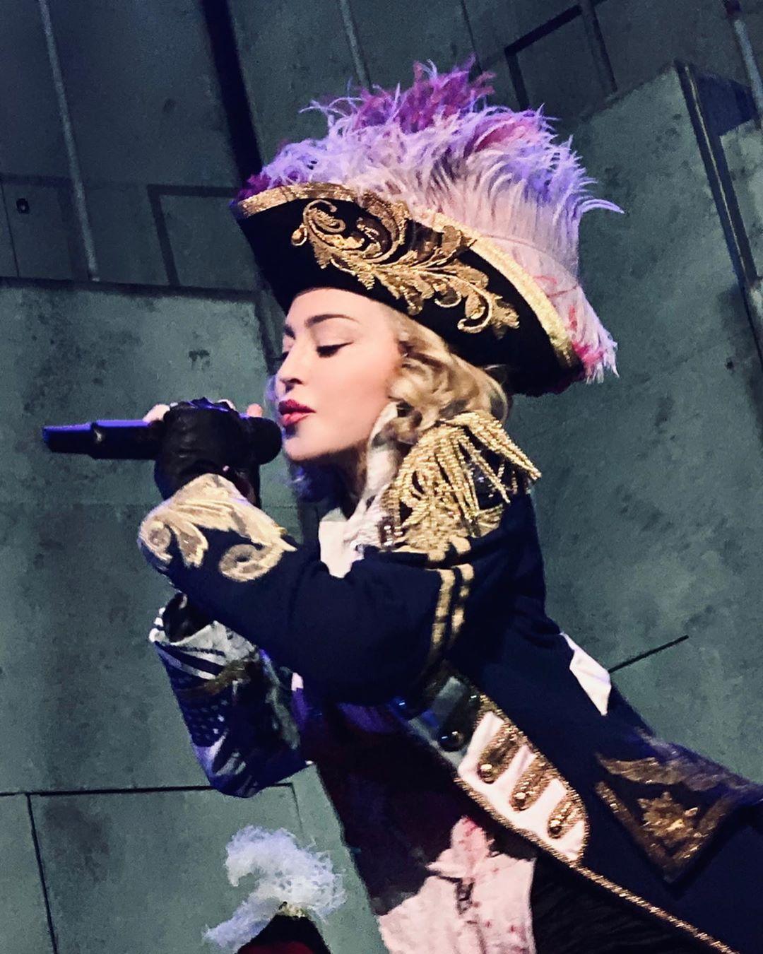 Η Madonna λέει ότι ο κορονοϊός μας κάνει όλους ίσους