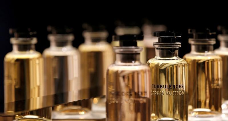 Απολυμαντικό Louis Vuitton; Τα εργοστάσια καλλυντικών του ομίλου αλλάζουν αντικείμενο