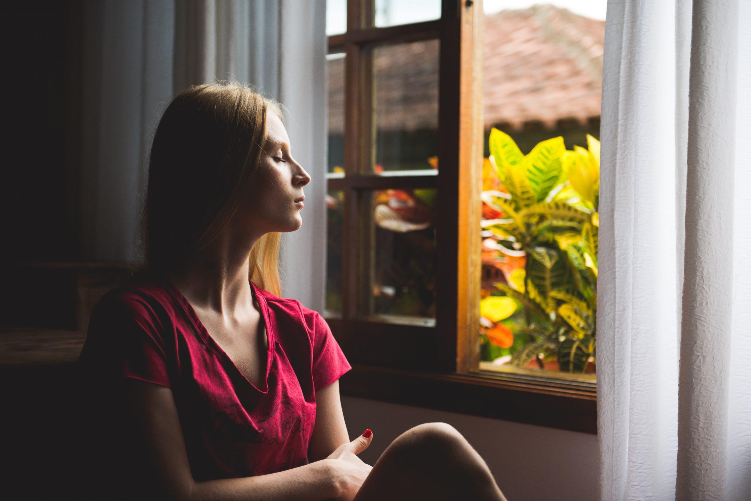 Νιώθεις άγχος για τον κορονοϊό; Διάβασε 3 τρόπους για να το κοντρολάρεις