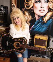 Η Dolly Parton,  η δωρεά  του 1 εκ. δολαρίων και τα μαθήματα πίστης