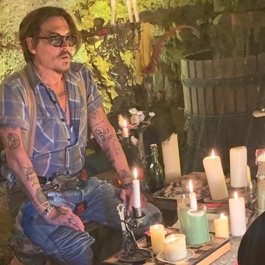 Μέχρι και ο Johnny Depp άνοιξε λογαριασμό στο Instagram λόγω του κορονοϊού -και κυκλοφορεί single για την απομόνωση