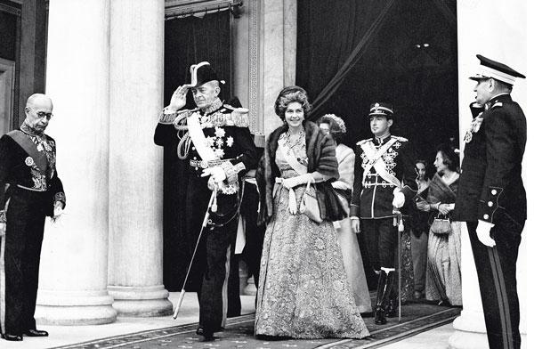 Στο φως άγνωστες λεπτομέρειες από τη ζωή της αμφιλεγόμενης βασίλισσας Φρειδερίκης