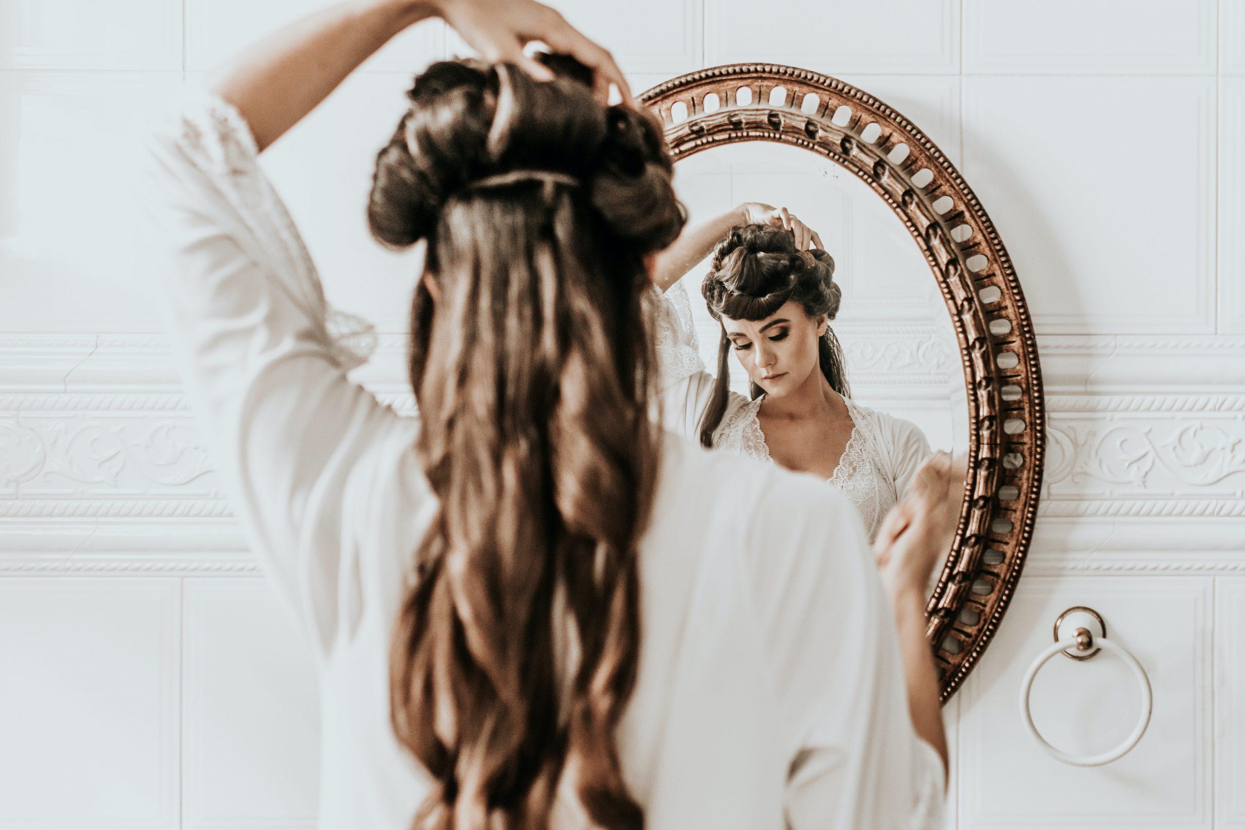 Είναι η νέα τάση να αλλάζεις τα μαλλιά σου στη διάρκεια της καραντίνας;
