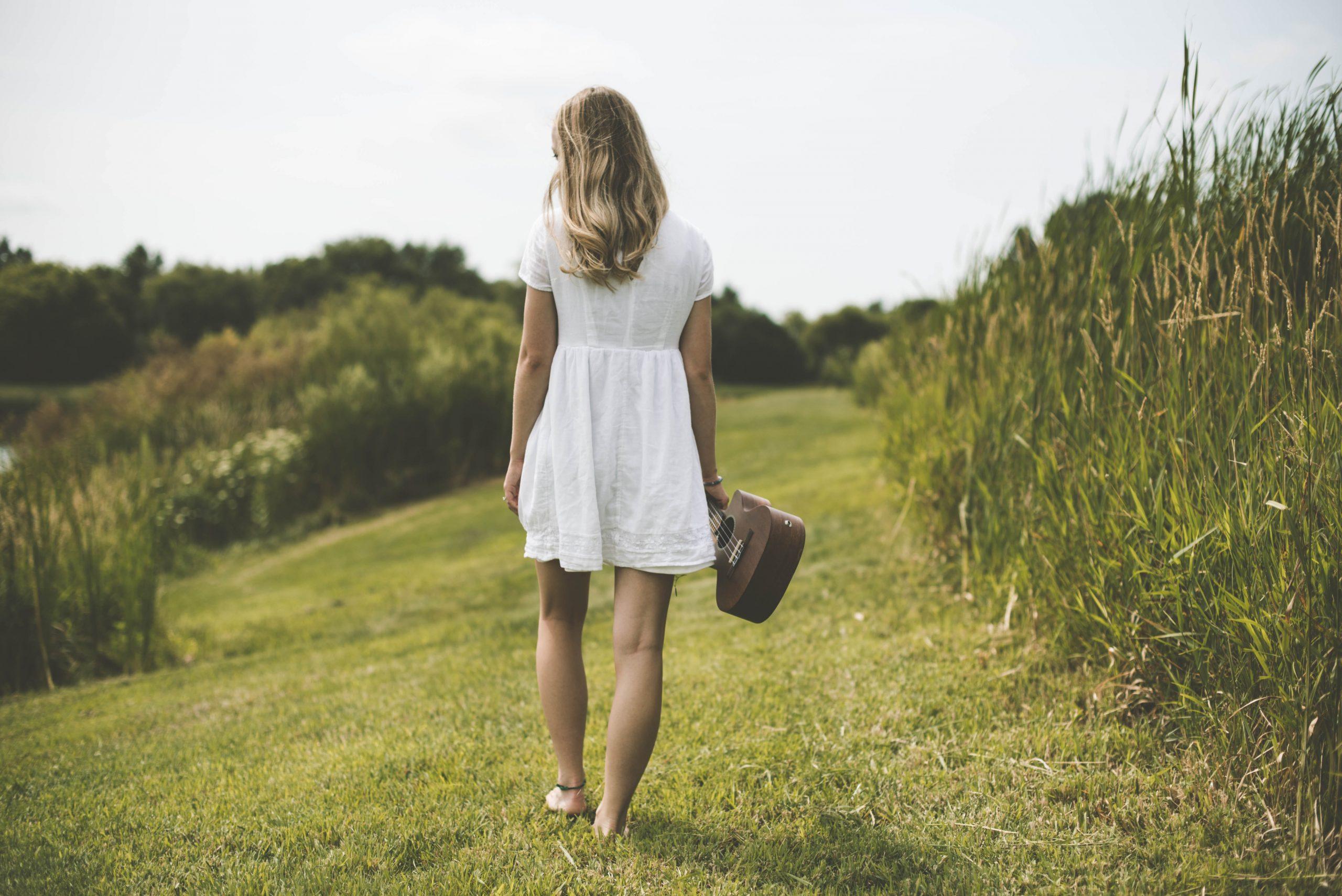 Τα καλύτερα λευκά φορέματα για τον Μάιο με λιγότερο από 20€