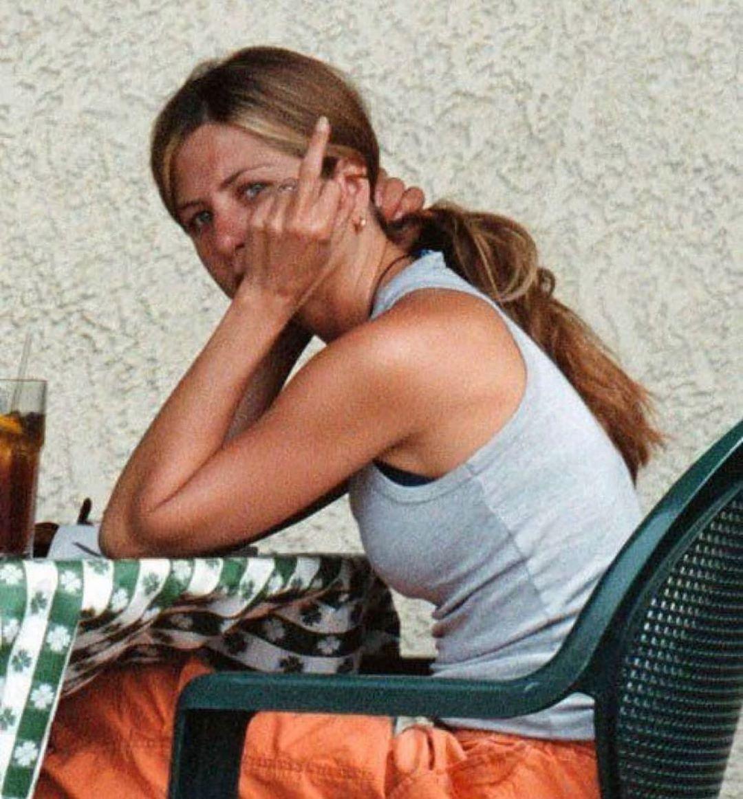 Τι απαντάει η Jennifer Aniston στον κορονοϊό;