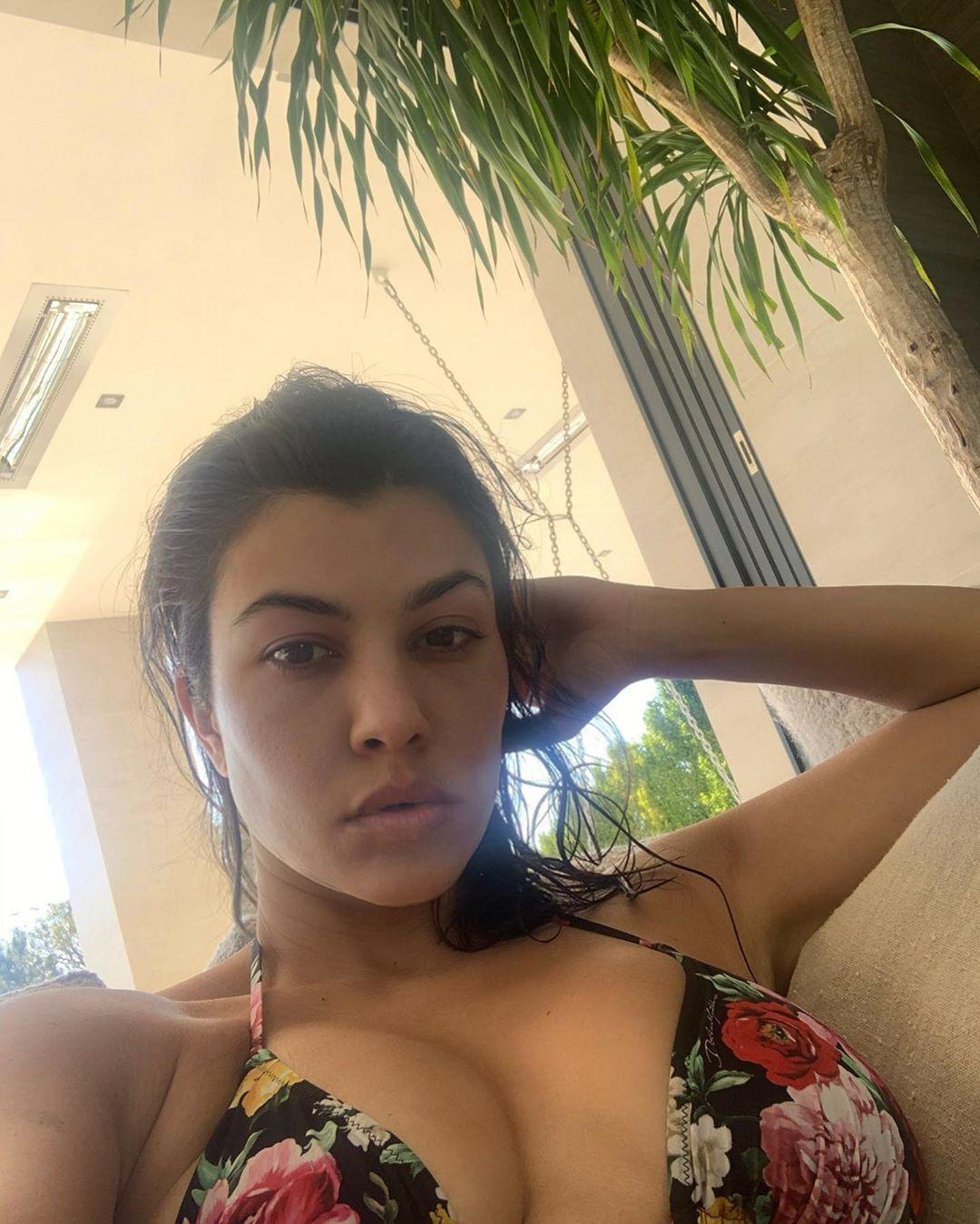 Έπιασαν οι ζέστες και την Kourtney Kardashian