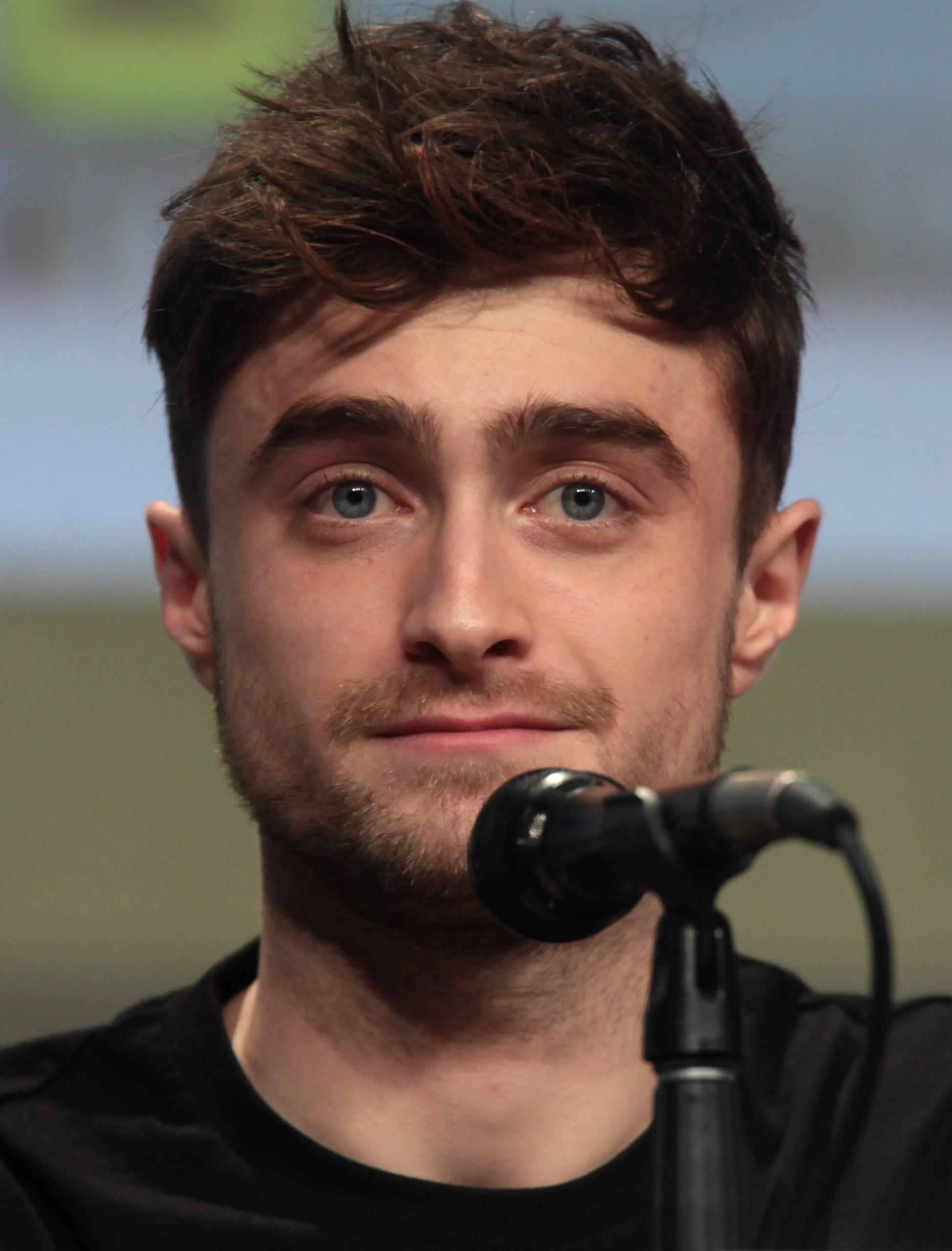 Ο Daniel Radcliffe διαβάζει online το βιβλίο του Harry Potter