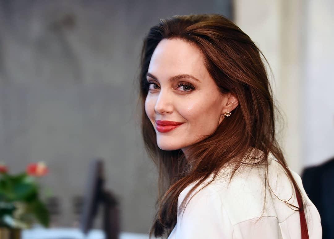 Angelina Jolie: Η ζωή με τα παιδιά της και ο αγώνας της για τους πρόσφυγες