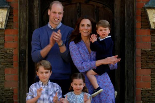 H Kate Middleton βοηθάει να φτιαχτεί το «πορτρέτο» της πανδημίας, με συγκλονιστικές εικόνες
