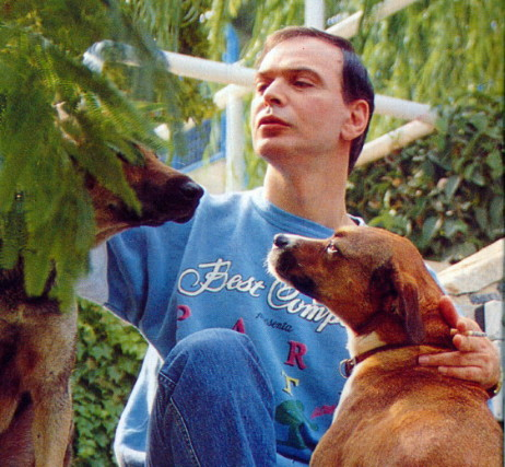 Flashback: Ο υπέροχος Γιώργος Μαρίνος σε σπάνια φωτογράφιση και συνέντευξη πριν από 31 χρόνια
