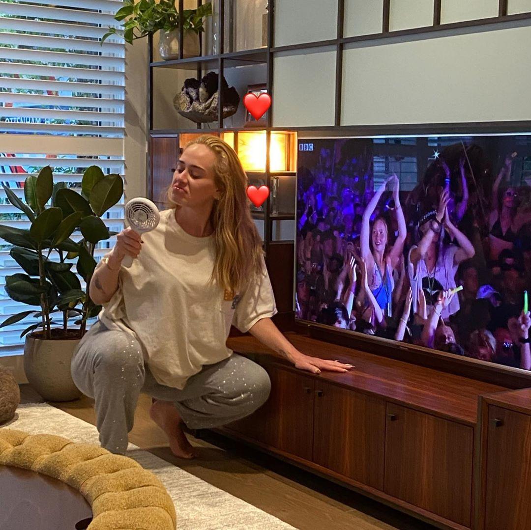 """Νέος έρωτας για την Adele; Τα μηνύματα που την """"πρόδωσαν"""" στο Instagram"""