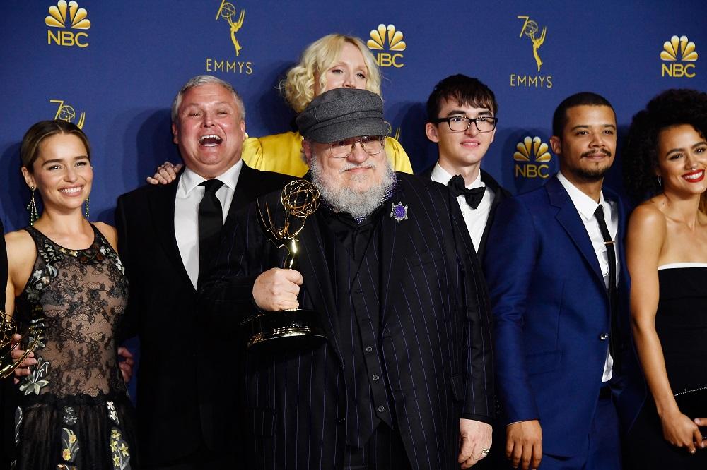 "G.R.R. Martin: Ποιοι ζητούν την άμεση φυλάκιση του ""πατέρα"" του ""Game of Thrones"" και γιατί"