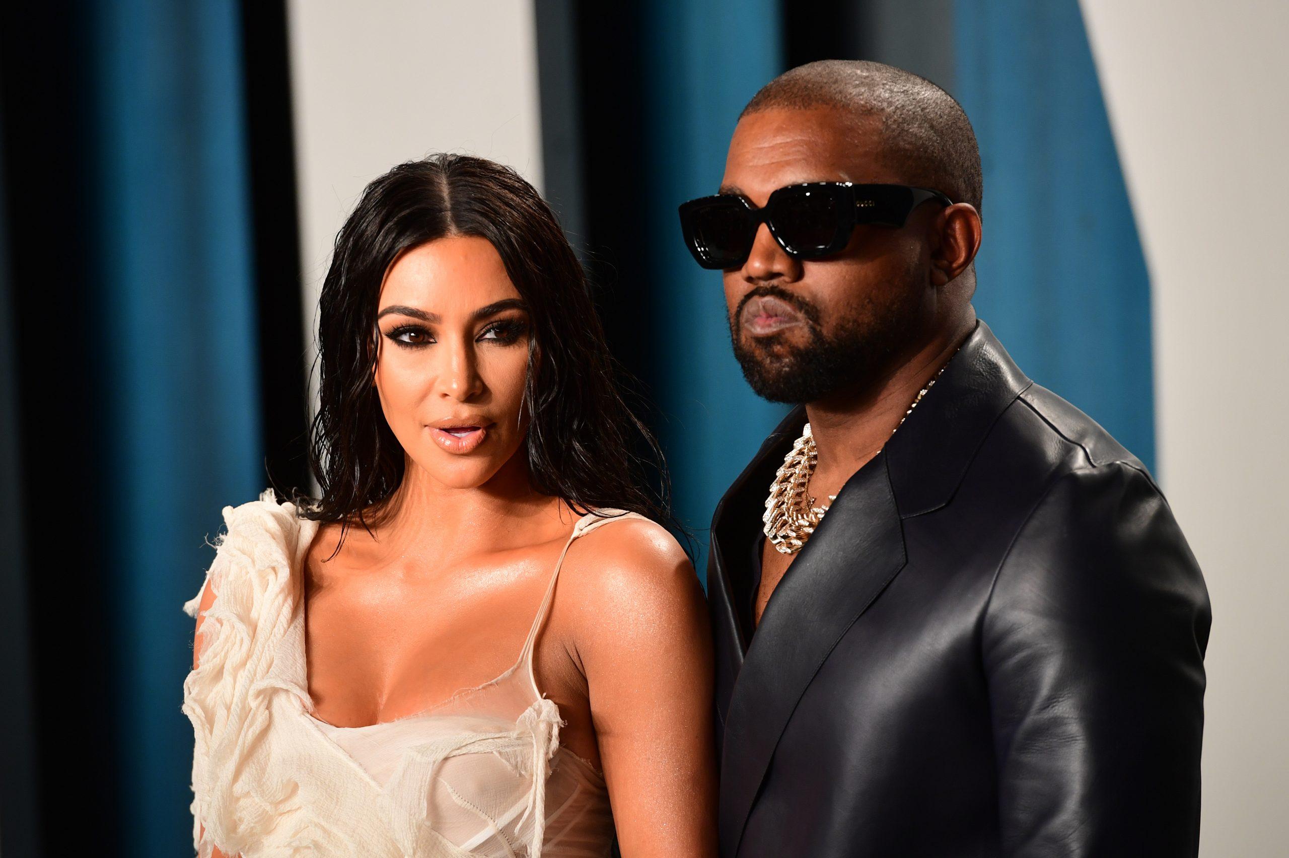 """Kim Kardashian: Παπαράτσι τη """"συνέλαβαν"""" να κλαίει με αναφιλητά μέσα στο αυτοκίνητο του Kanye West"""