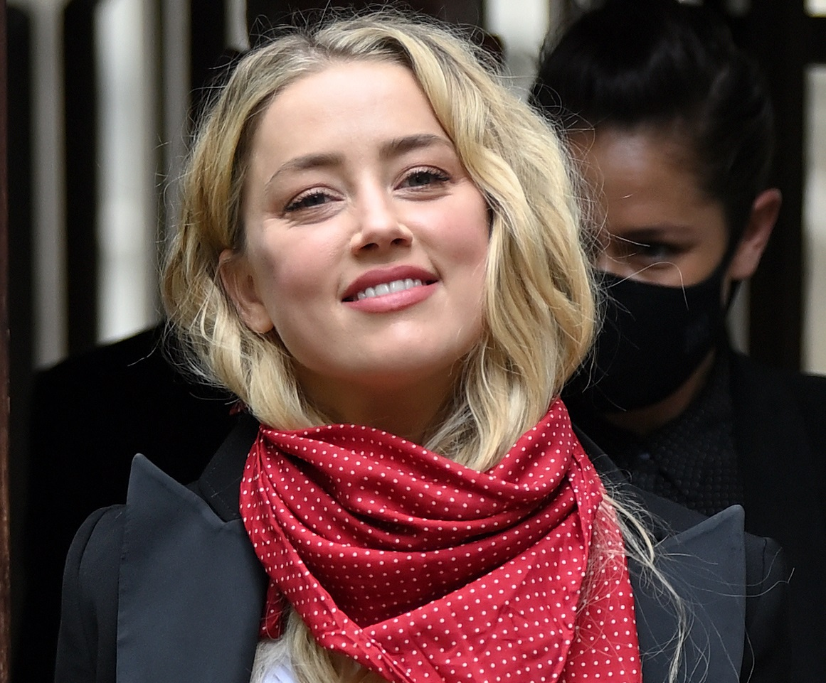 "Johnny Depp – Amber Heard: ""Μιλάμε για παθολογική ψεύτρα"" – Το γιουχάισμα από fans του ηθοποιού έξω από το δικαστήριο"