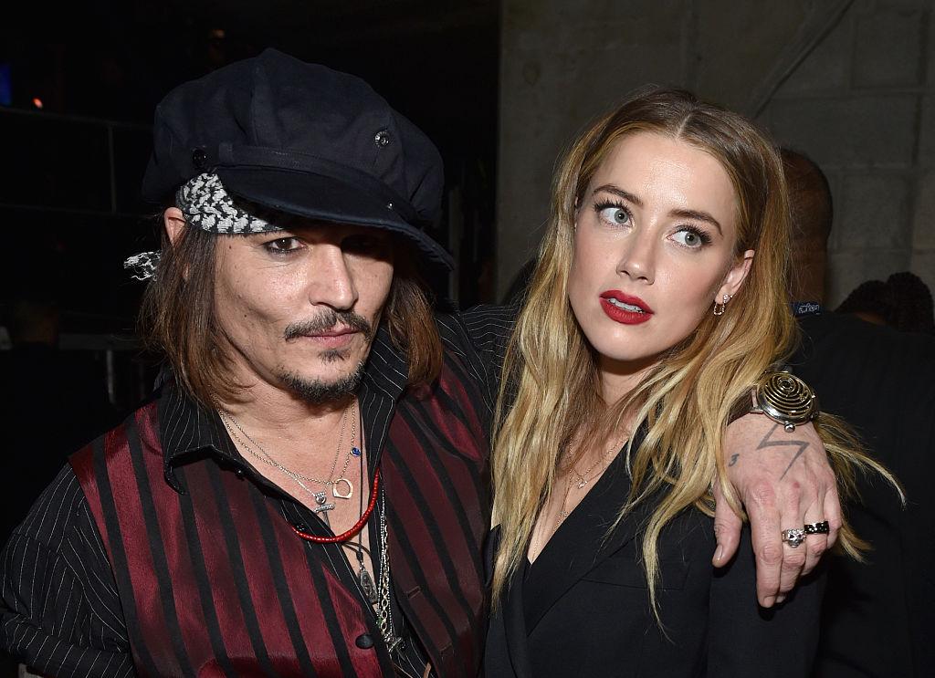Johnny Depp – Amber Heard: Τοξικός γάμος, εξευτελιστικό διαζύγιο / Το περιστατικό αφόδευσης στο κρεβάτι, οι εξαρτήσεις, το βίαιο τέλος