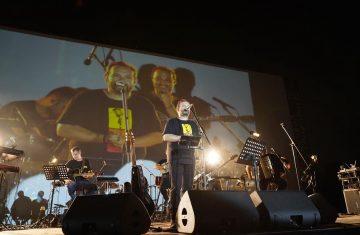 """O """"Μουσικός 98.6"""" και ο Κώστας Μακεδόνας στο Drive-In Festuval Γλυφάδας: όσα έγιναν στην ξεχωριστή συναυλία"""
