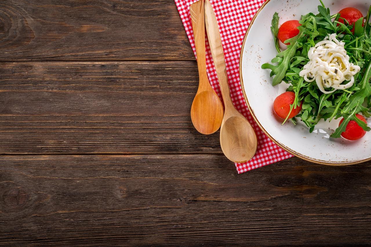 Μήπως για το ότι δεν χάνετε κιλά ευθύνεται το χρώμα του πιάτου σας;!