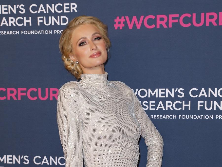 "Paris Hilton: ""Όταν ήμουν παιδί συνέβη κάτι τρομερό, το μόνο που με βοηθά να μη χάνω τα λογικά μου είναι αυτή η περσόνα"""