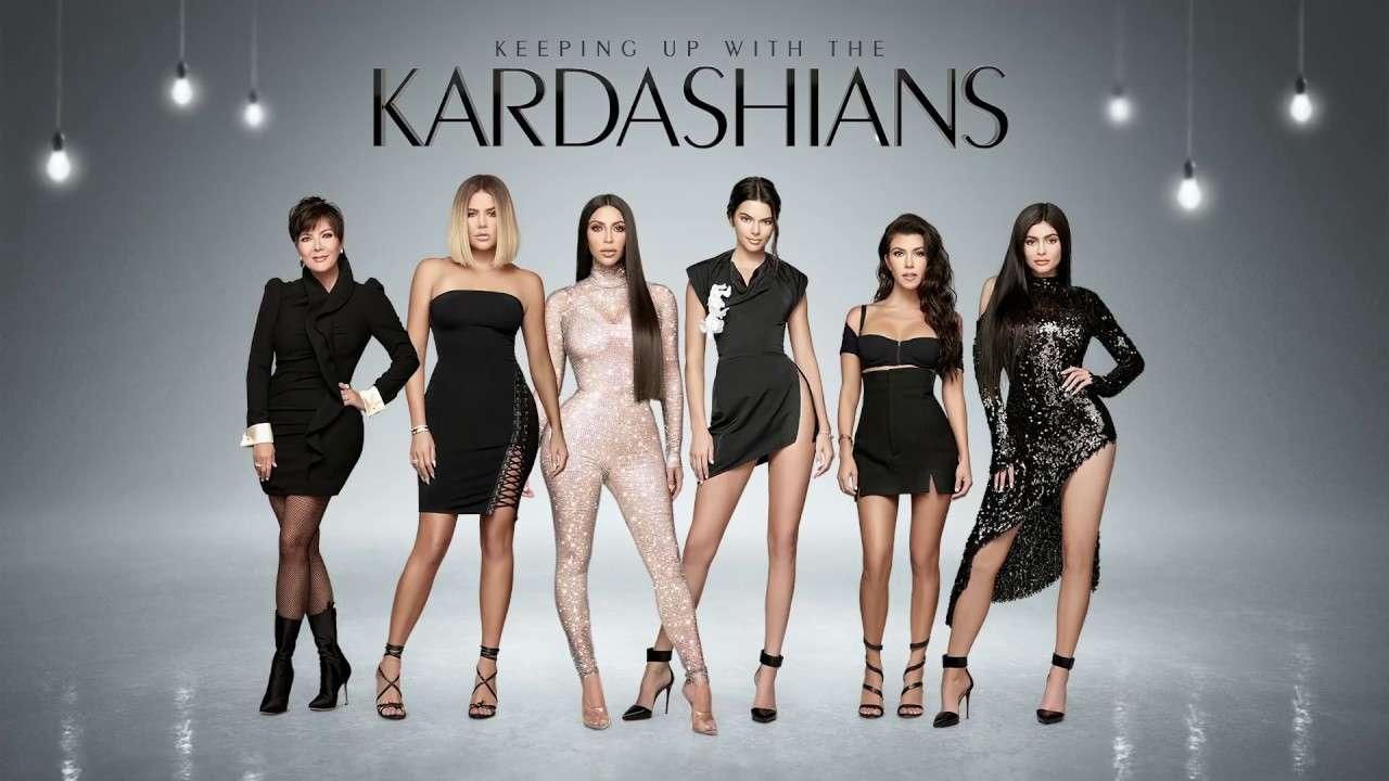 """Ποιος είπε ότι σταματούν οι Kardashians; Ας είναι καλά η Chris Jenner που τις """"ξεμπρόστιασε"""""""