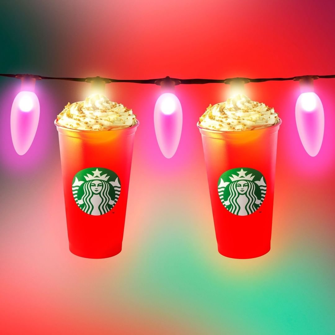 Τα αγαπημένα ροφήματα on the go των Starbucks White Chocolate Mocha & Cappuccino «στολίζονται» και υποδέχονται τα Χριστούγεννα