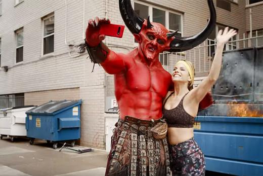Ryan Reinolds, δεν μπορούσες να το πεις καλύτερα: όταν ο Σατανάς και το 2020 έκαναν δεσμό!
