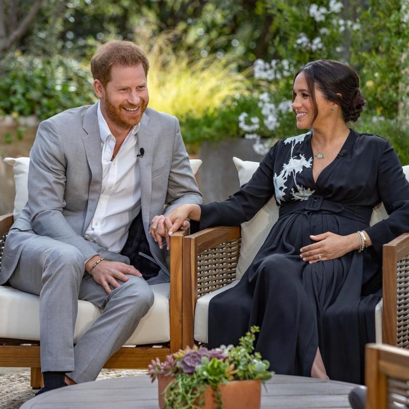 """Συγκλονίζουν Χάρι και Μέγκαν Μαρκλ: """"Το παλάτι ανησυχούσε για το πόσο σκούρο θα ήταν το δέρμα του παιδιού μας"""""""
